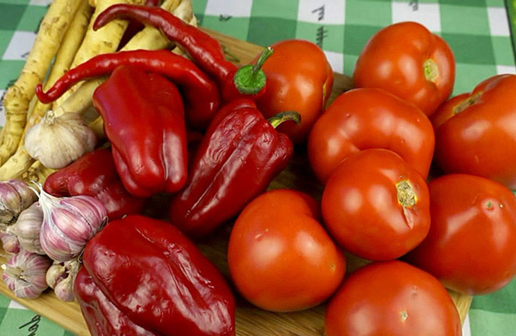 ingredienty-domashniaja-adzhika-recept